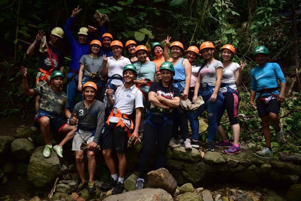 Compañerismo en Macadamia Bosque Aventura